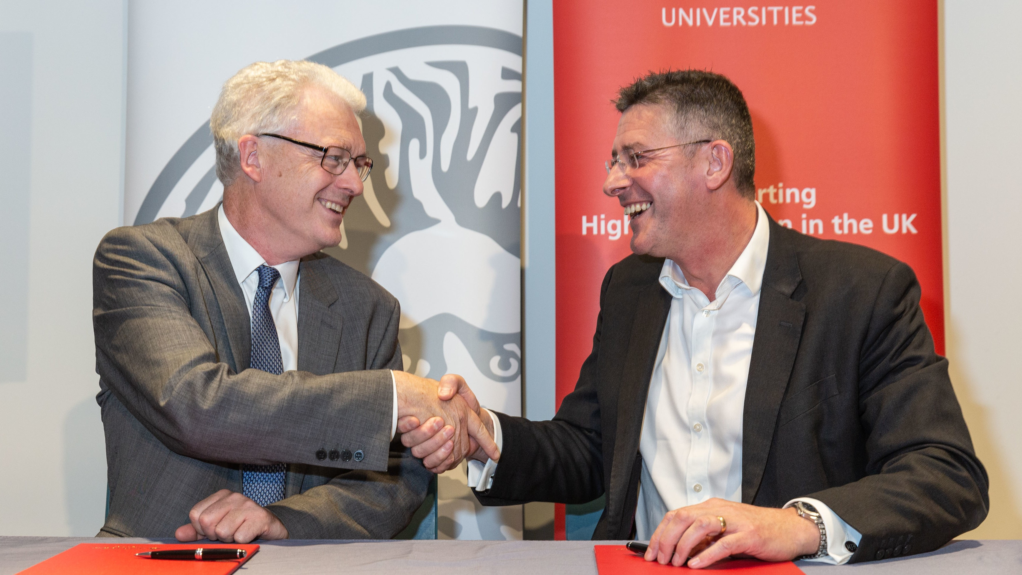 Matt Hutnell, Santander Universities UK and Professor Ian White, University of Bath, shake hands