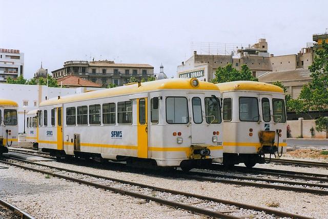 SFM: Triebwagen 2002 und Beiwagen 5001 in Palma de Mallorca