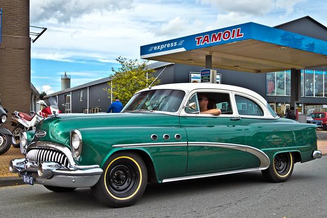Buick Special DeLuxe Tourback Sedan 1953 (0095)