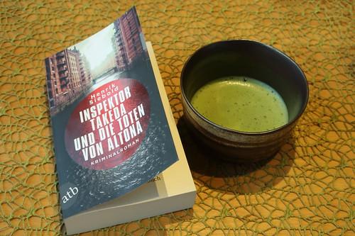 """Mein erster Matcha-Tee (dazu angeregt durch die Lektüre des Kriminalromans """"Inspektor Takeda und die Toten von Altona"""")"""