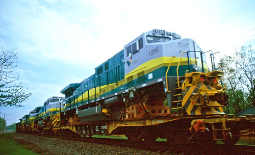 norfolksoutherntrains norfolksouthern painesvilleohio geexportlocomotives nslakeeriedistrict