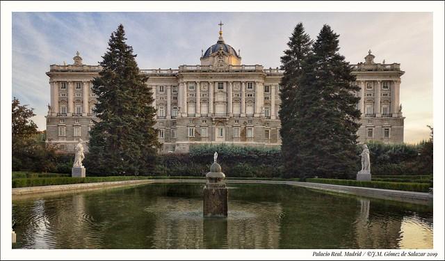 Atardecer en el Palacio Real de Madrid / Sunset at the Royal Palace in Madrid