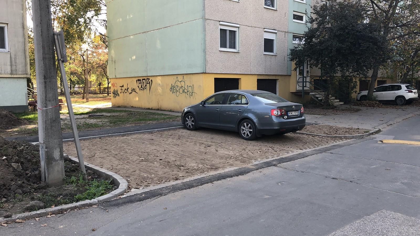 Zöldterületek térkövezésével és aszfaltozásával lenne a legzöldebb város Szeged