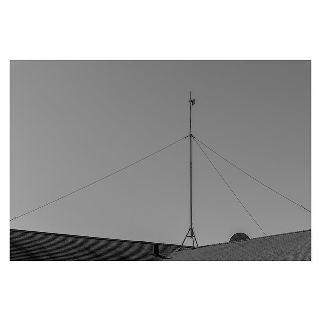 Pole with Directional Antenna - NW