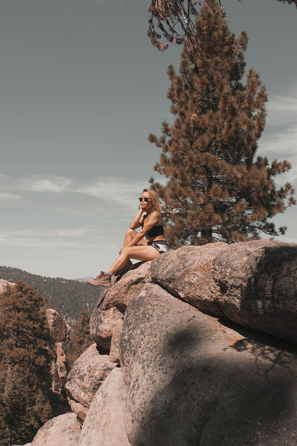 15getaway-bigbearlake-castlerock-outdoorvoices-hiking-travel