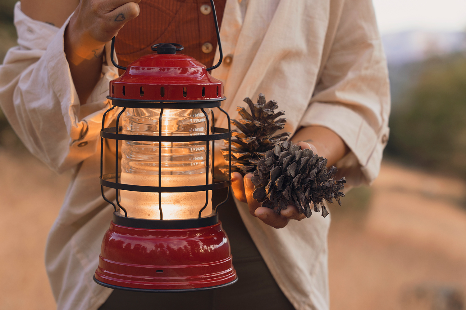 11getaway-bigbear-glamping-outdoor-lamp-pinecones-fall-travel
