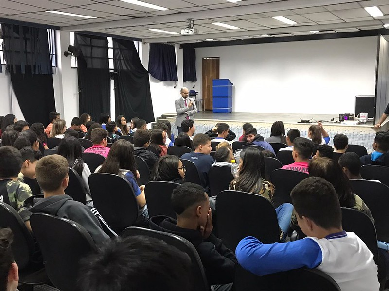 TJC - Palestra Escola Prof� Virgulina Marcondes de Moura Fazzeri - Aparecida/SP