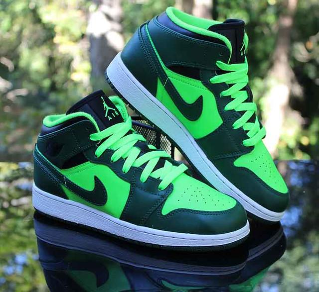 Air Jordan 1 Mid GS Gorge Green The Hulk 554725 330