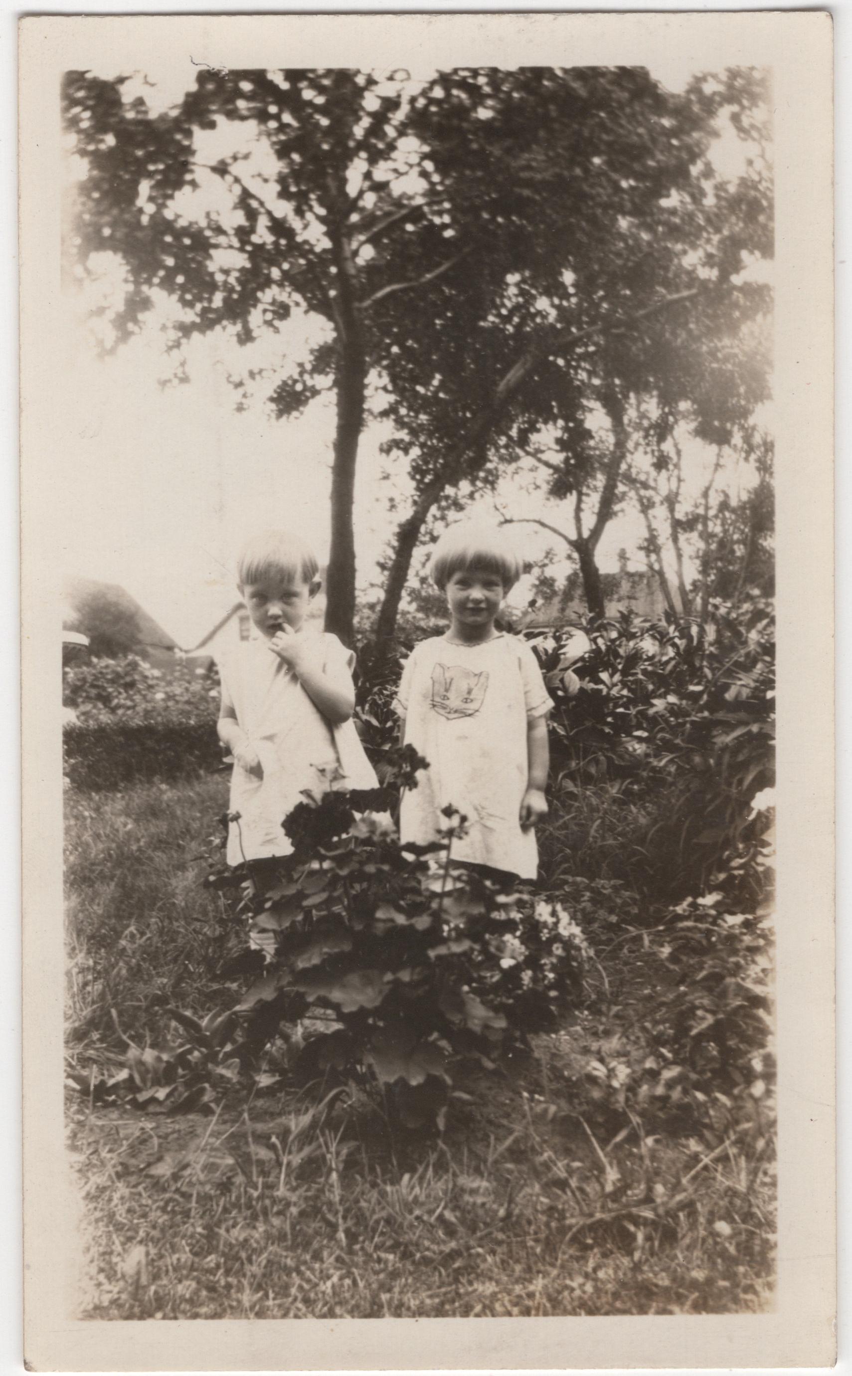 Millie and Jeanette Kaiser, 1926