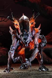 讓破壞力大幅提升的魄力身形和尖角! NECA 10 吋「犀牛異形」Rhino Alien 可動作品