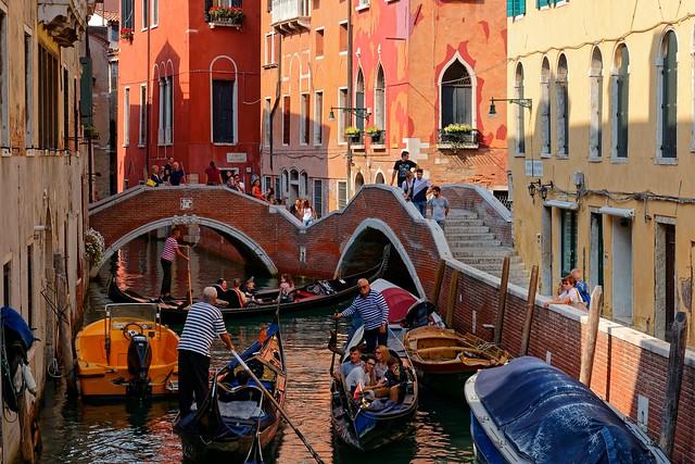 Venezia /  Traffic jam / Rio del Mondo Novo / From Ponte del Paradiso