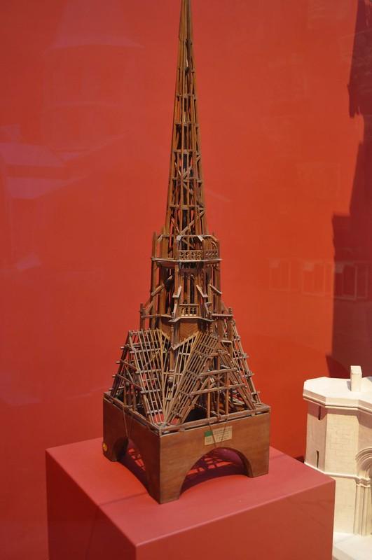 019в Деревянная конструкция шпиля собора в Дижоне