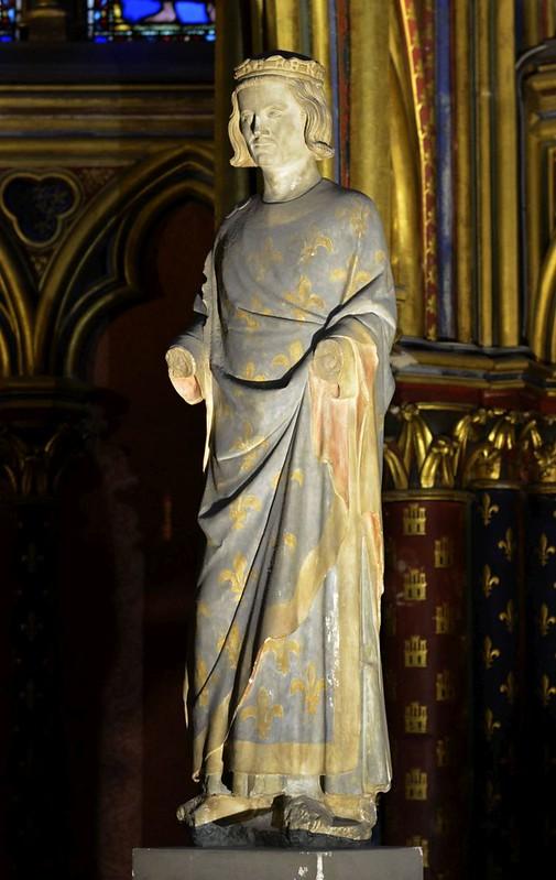070 Статуя Людовика IX в нижней часовне Сан-Шапель