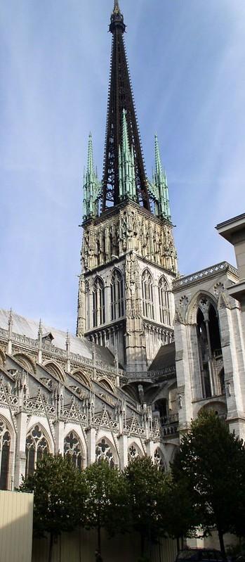 089 Центральная башня собора со шпилем XIX в