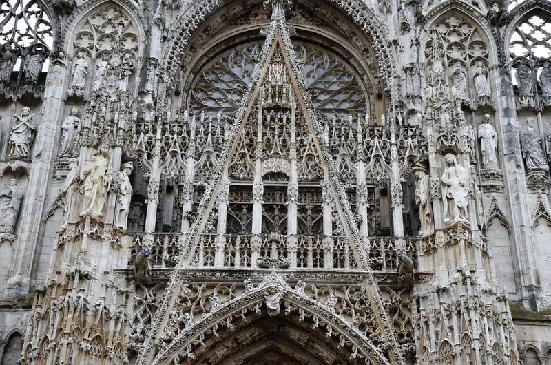084 Каменное кружево западного фасада