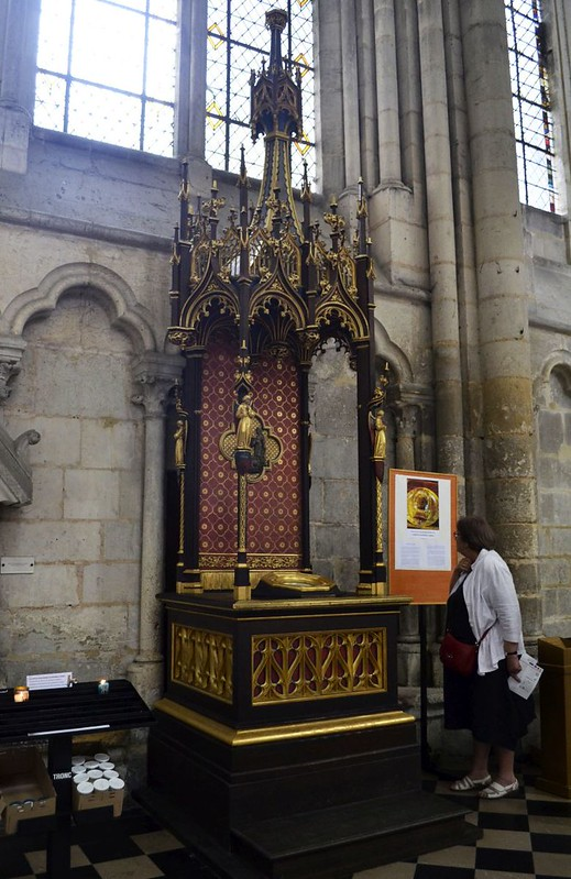 119 Рака с главой Иоанна Предтечи в соборе Амьена