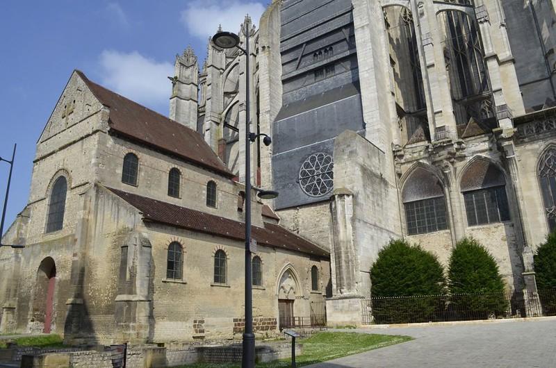 121 Старая базилика Нотр-Дам и собор Сен-Пьер в Бове