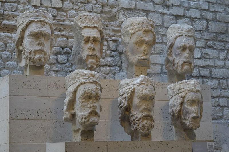 030 Головы ветхозаветных царей с фасада Нотр-Дам