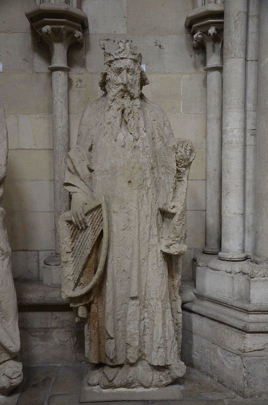 096 Царь и пророк Давид Статуя XIII в. с фасада собора