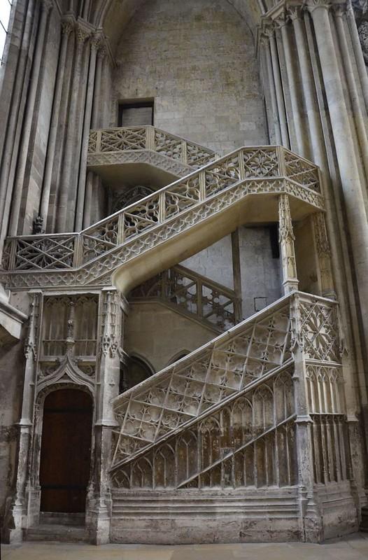 094 Лестница в библиотеку собора