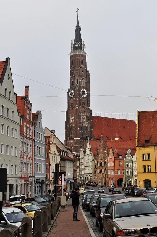 141 Церковь св.Мартина Ландсхуд Германия 1389-1500 высота колокольни 130м - самая высокая кирпичная