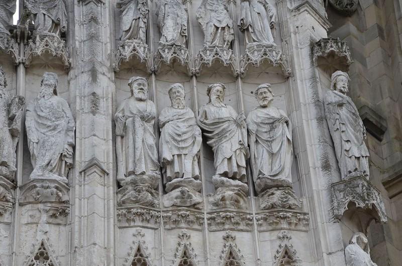 085 Фигуры пророков на западном фасаде