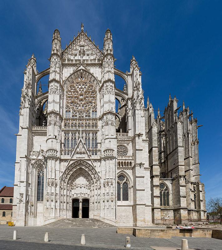 126 Трансепт собора Сен-Пьер 1500 - 1548 гг