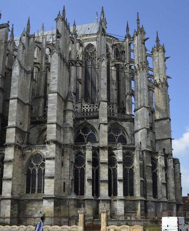 123 Алтарная часть собора Сен-Пьер