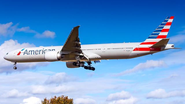 Boeing 777-323(ER) N720AN American Airlines