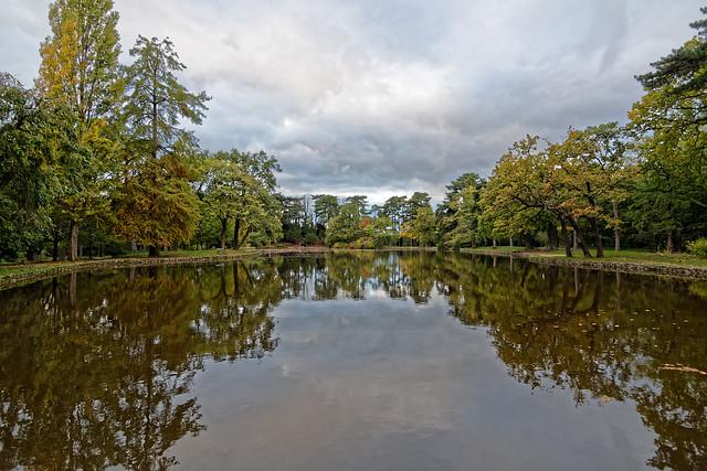 Couleurs d'automne sur le lac du réservoir