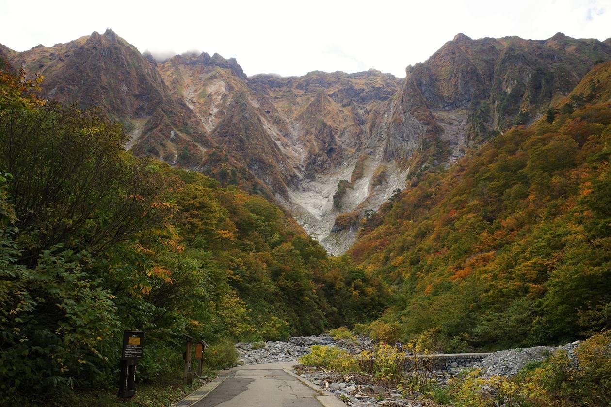 秋の谷川岳 一ノ倉沢の紅葉
