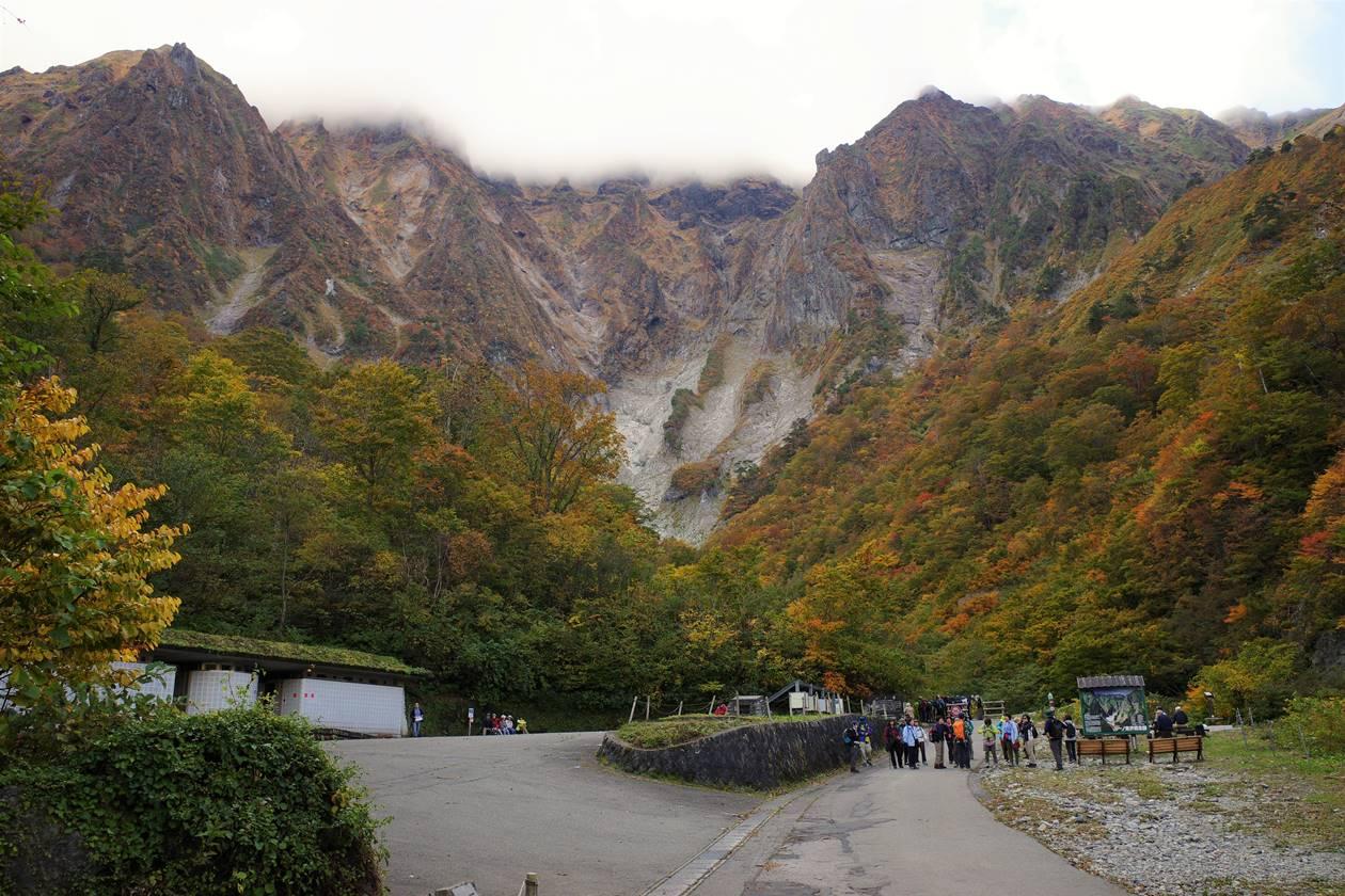 一ノ倉沢の紅葉と谷川岳