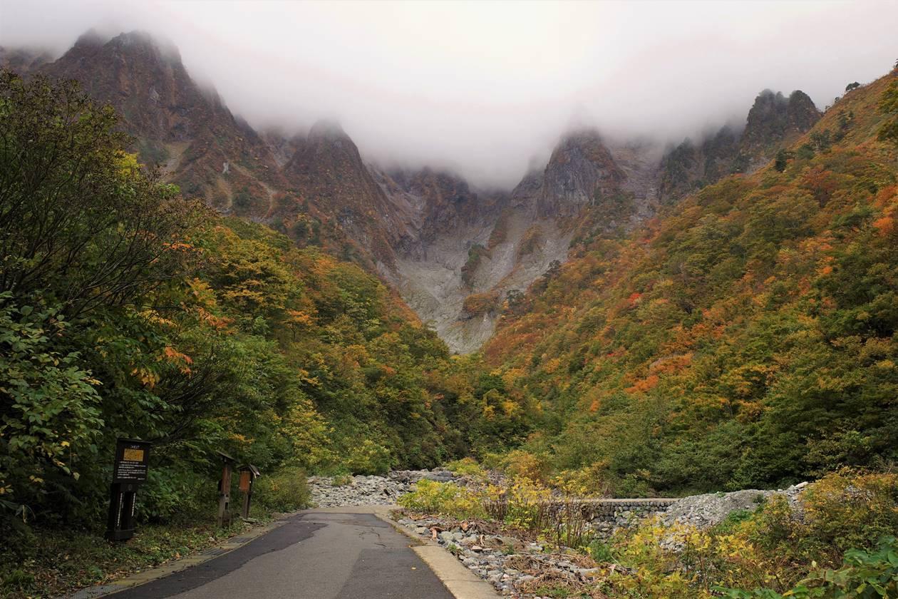 谷川岳と一ノ倉沢の紅葉