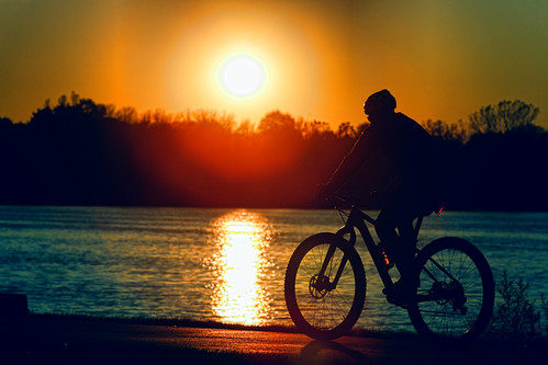 sunset wisconsin depere foxrivertrail foxriver recreationaltrail biker silhouette