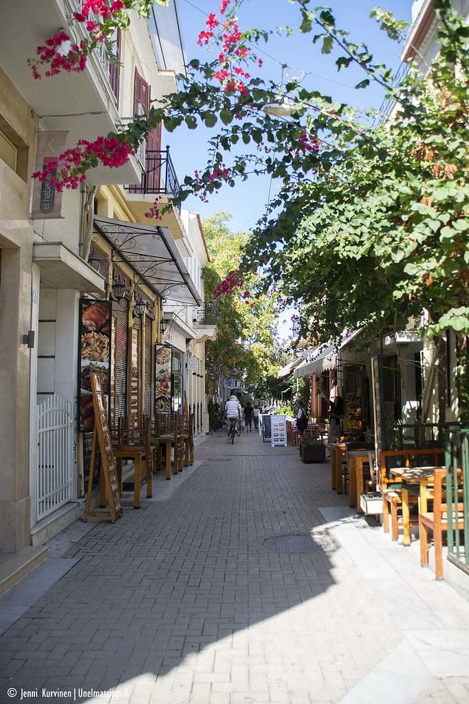 Siistiksi sliipattu katu Ateenassa