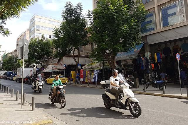 Muutama mopo kadulla