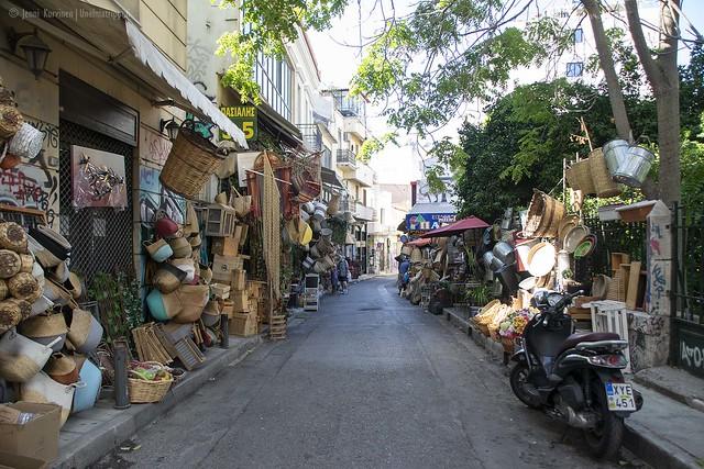 Punottujen tuotteiden myymälä Ateenan keskustassa