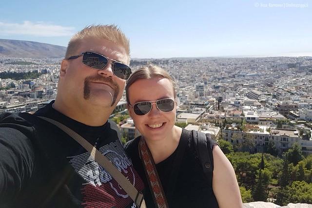 Me Akropoliin kukkulalla
