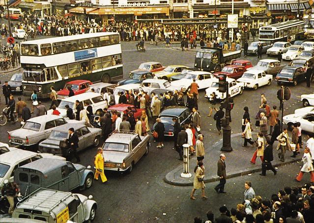 Postcard ''Découvrir la France'' L'Urbanisation - La circulation dans une grande ville  1972 - Les Nouvelles Editions de Paris  - Rue Jules Verne Paris 11ème