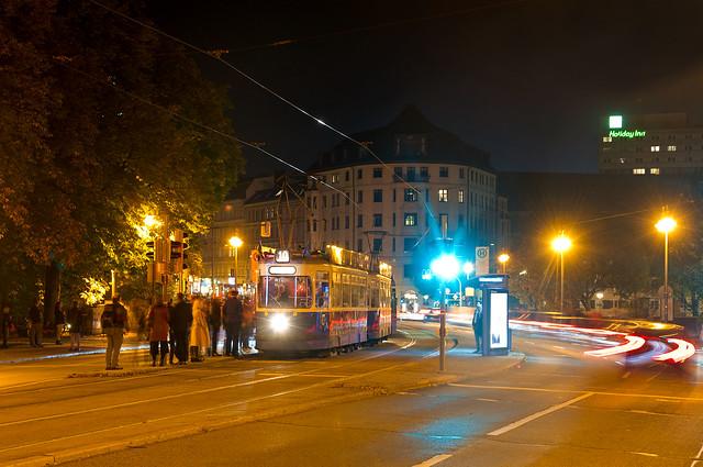 Im kommenden Jahr beginnt die Sanierung der beiden Ludwigsbrücken und damit auch die Umgestaltung der Verkehrsflächen. Ein guter Anlass, vorher nochmal eine Aufnahme der alten Situation mit der MVG-MuseumsTram umzusetzen