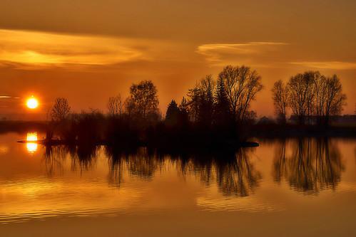 озеро и отражения