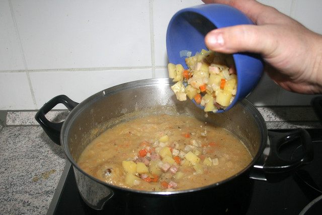 63 - Gemüse zurück in Suppe / Put vegetables back in soup-geben