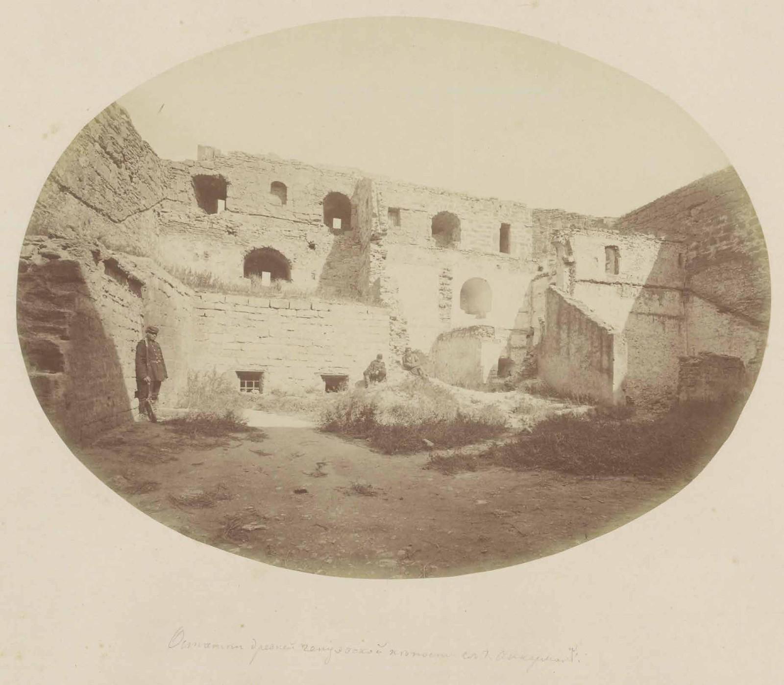 05. Остатки древней генуэзской крепости