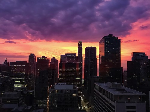 sunrise orange pink skyscrapers buildings architecture iphone iphone7 sky chicago illinois clouds usa mood morning dawn high elevation cityscape city color skyscraper
