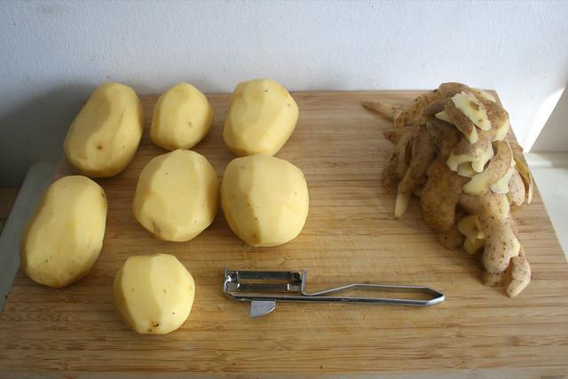 40 - Kartoffeln schälen / Peel potatoes