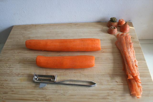 32 - Möhren schälen / Peel carrots
