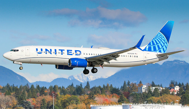 N26208 United Airlines Boeing 737-824@YVR 26Oct19