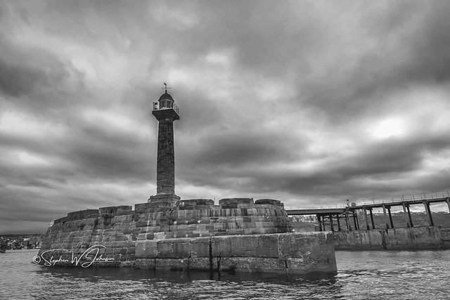 SJ2_2090 - Whitby Harbour West Lighthouse