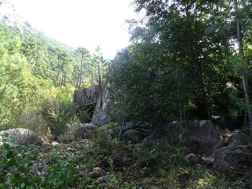 Arrivée au rocher basculé (et sa tour renversée)