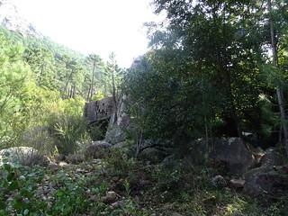 Le rocher basculé avec sa tour renversée
